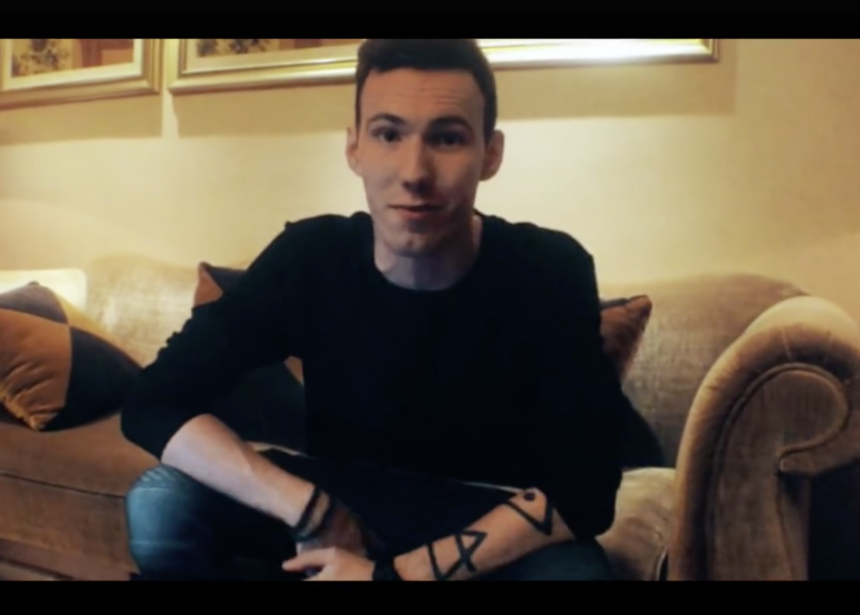 Tom Swoon wishes everyone a Merry Christmas and a Happy New Year!